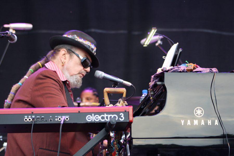 Dr John Operating on the piano ©Thomas Marsh